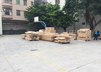 产品整齐排列准备装车
